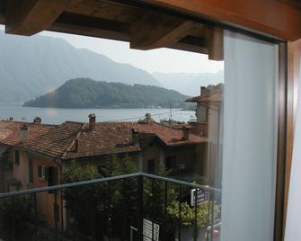 Azzano Holidays Bed & Breakfast - Mezzegra - Балкон