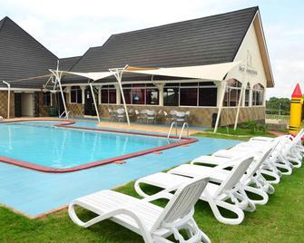 Golden Gates Hotel - Nyeri - Pool