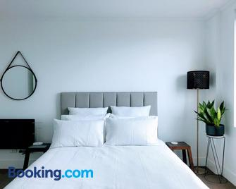 Staying Places - The Avenue - Braddon - Slaapkamer