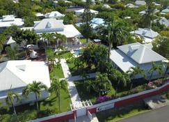 Villas et Chambres d'hotes Chez Flo - Saint-Francois - Exterior