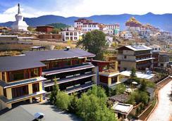 Songtsam Lodges - Songtsam Shangri-la (Lv Gu) Hotel - Shangri-La - Outdoors view