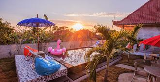 Candy Bed & Breakfast - Nusa Penida - Innenhof