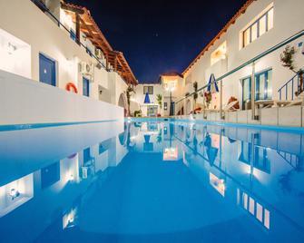 Iliana Hotel - Panormos - Zwembad