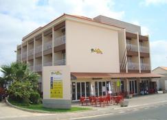 Hotel Areia Dourada - Porto Santo - Building