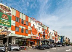 Orange Hotel Klia & Klia2 - Sepang - Building