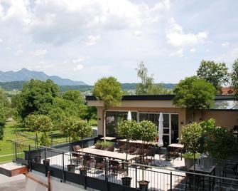 Hotel Restaurant Weinstube - Nendeln - Building