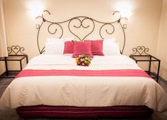 Hotel Rosa Barroco - Morelia - Bedroom