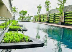Golden Tulip Pattaya Beach Resort - Pattaya - Piscină
