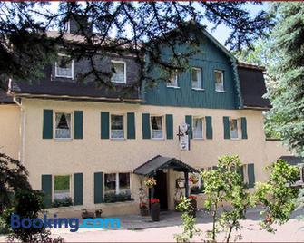 Zur Edlen Krone - Neuhausen - Building