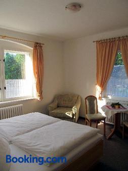 Zur Edlen Krone - Neuhausen - Bedroom