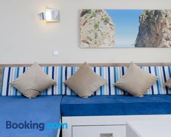 Globales Verdemar Apartamentos - Santa Ponsa - Living room