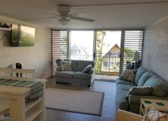 High Floor Ocean View of Oahu's North Shore - Waialua - Living room