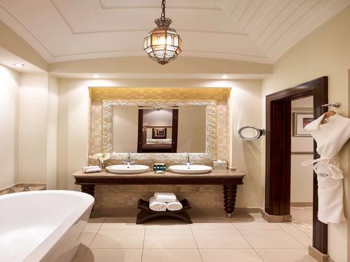 Sofitel Bahrain Zallaq Thalassa Sea & Spa - Manama - Bathroom