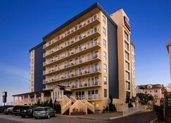 Howard Johnson Plaza by Wyndham Ocean City Oceanfront - Ocean City - Building