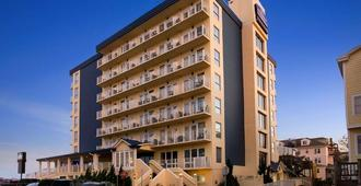 Howard Johnson Plaza by Wyndham Ocean City Oceanfront - Ocean City - Bâtiment