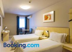 Jinjiang Inn Nanyang Jianshe Middle Road - Nanyang - Bedroom