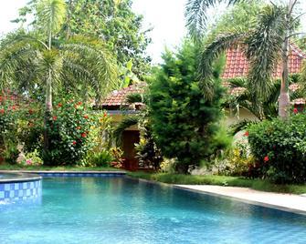Kuta Cove Hotel - Kuta - Pool