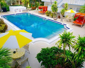 Club Lux Resort By The Beach - Deerfield Beach - Pool