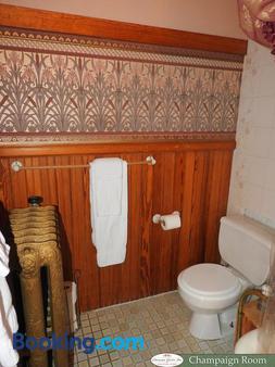 Champaign Garden Inn - Champaign - Bathroom