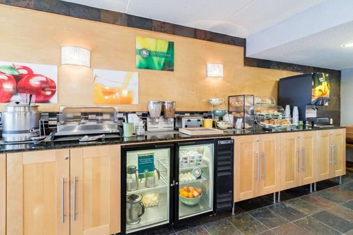 Quality Inn and Suites Mayo Clinic Area - Rochester - Buffet