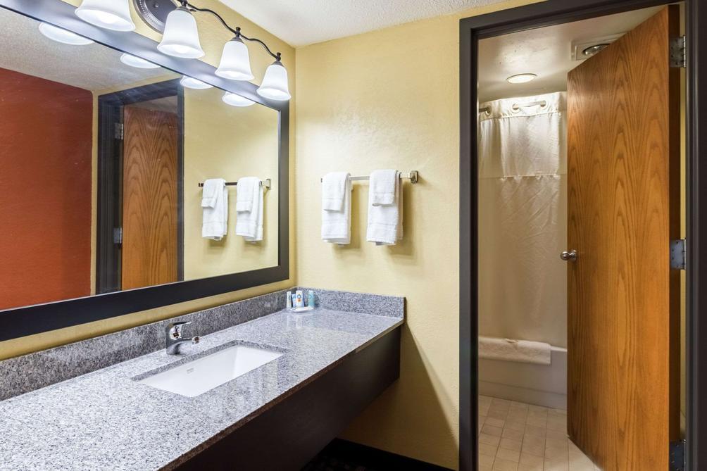 Quality Inn and Suites Mayo Clinic Area $74 ($̶1̶2̶0̶