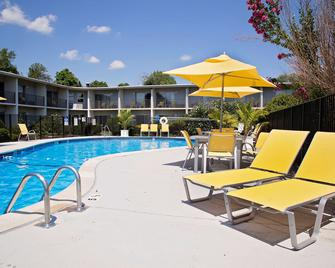Best Western at Historic Concord - Concord - Pool