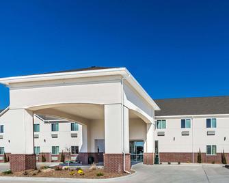 Days Inn & Suites by Wyndham El Dorado - El Dorado - Gebäude