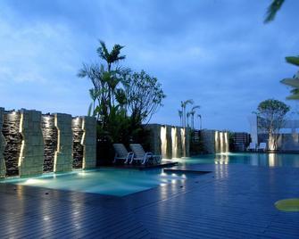 Sunee Grand Hotel - Убон Ратчатані - Басейн