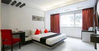 Capital O 45587 The Roa Hotel - Mumbai - Schlafzimmer