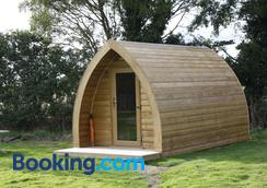Wolds Glamping - York - Balcony