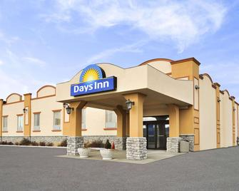 Days Inn by Wyndham Brampton - Brampton - Building