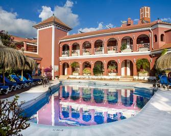 Hotel Los Arcos - Нерха - Pool