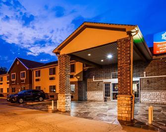 SureStay Plus Hotel by Best Western Kearney Liberty North - Kearney - Будівля