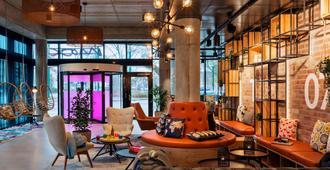 Moxy Düsseldorf South - Düsseldorf - Lounge