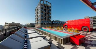 Radisson RED Hotel V&A Waterfront Cape Town - Cape Town - Bể bơi