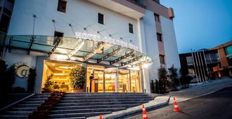 Hotel Golden Way Giyimkent - Estambul - Edificio