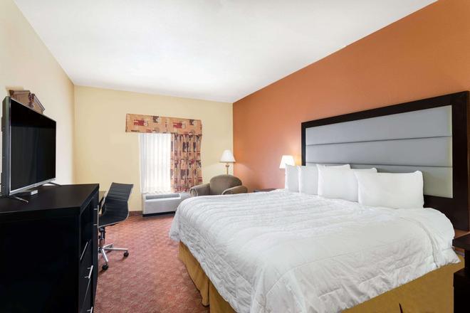 Baymont by Wyndham, Fayetteville - Fayetteville - Bedroom
