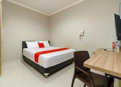 RedDoorz @ Mangga Besar 2 - Jakarta - Schlafzimmer