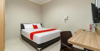 RedDoorz @ Mangga Besar 2 - Jakarta - Bedroom