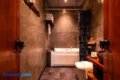 Ipoh Bali Hotel - Ipoh - Bathroom