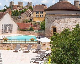 Logis Grand Hotel Montespan-Talleyrand - Ygrande - Bazén