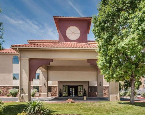Quality Inn and Suites Albuquerque - Albuquerque - Building