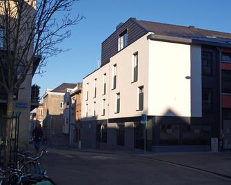 Hotel Ladeuze - Löwen - Gebäude