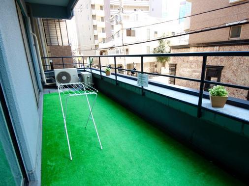 大阪蜂巢旅館- 青年旅舍 - 大阪 - 陽台