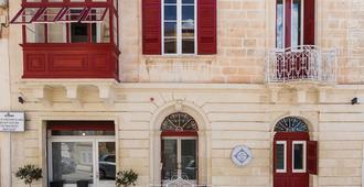 Two Pillows Boutique Hostel - Sliema - Building
