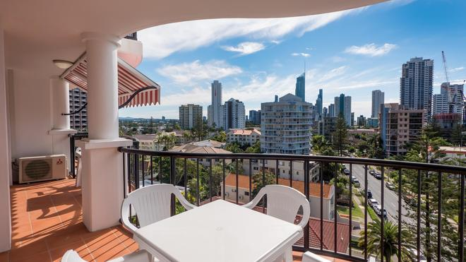 Marrakesh Apartments - Surfers Paradise - Ban công