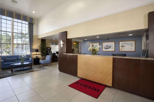 華美達酒店和套房 - 科斯塔梅薩 - 科斯塔梅薩 - 櫃檯