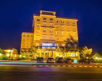 Noormans Hotel Semarang - Semarang - Toà nhà