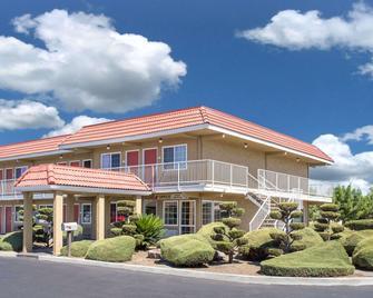 Days Inn by Wyndham Turlock - Turlock - Gebäude