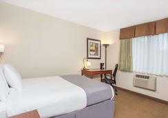 Baymont by Wyndham Dubuque - Dubuque - Bedroom
